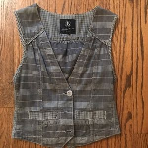 Fitted Vest